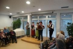Kulturna prireditev v izvedbi skupine Samotarji, članov DU Hoče