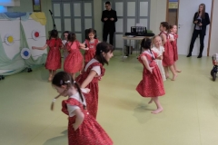 Kulturna prireditev ob mednarodnem dnevu žena, v izvedbi otrok vrtca Tezno